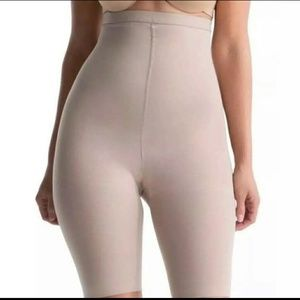 SPANX Shapewear High Waisted Mid-Thigh Short